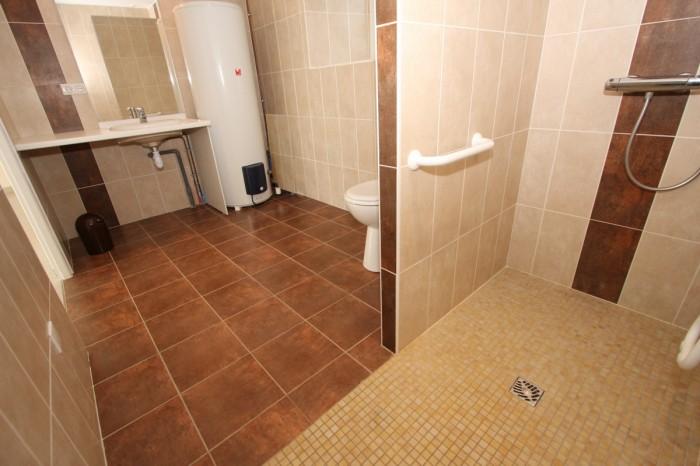 Salle d'eau avec douche à l'italienne du gite de groupe le logis en Vendée
